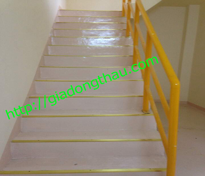 nẹp đồng L35 dùng làm nẹp chống trơn mũi cầu thang