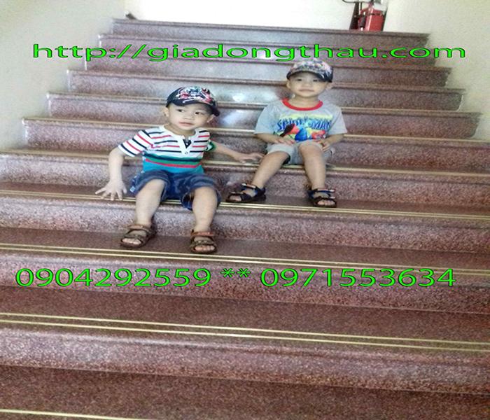 thanh đồng thau chống trơn cầu thang